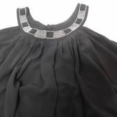 H&M. Коктейльное шифоновое платье с бисером по горловине.