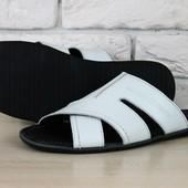 Мужские кожаные тапочки белого цвета
