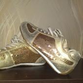 кроссовки с пайетками в золотом цвете