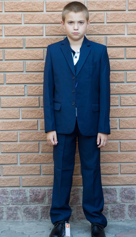Школьная форма для мальчика ,костюм тройка .черный и синий фото №1