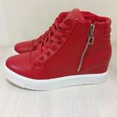 ботинки -сникерсы красные в наличии!