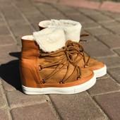 Зимние ботинки на скрытой танкетке