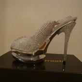 Кожаные белые летние туфли в камнях Avante Moda.