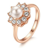 Позолоченное кольцо с жемчугом и кристаллами р 16.5 17.5 18 19