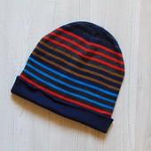 Яркая шапка для парня. H&M. Размер 8-12 лет. Состояние: идеальное