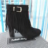 ботинки на каблуке замшевые черные с бахромой
