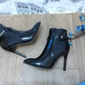ботинки демисезонные на каблуке с острым носиком