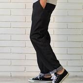 Джинсы мужские, свободного покроя практичные и элегантные.