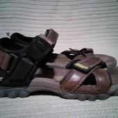 Легкие фирменные кожаные сандалии Clarks active air. Англия. 9 G.