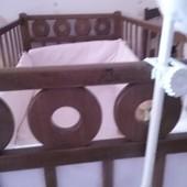 Детская кроватка из натурального дерева с матрацом из кокосовой койры