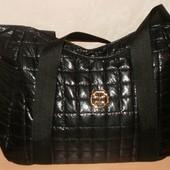 Женские стеганные сумочки в двух цветах.