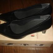 Фирменные кожаные туфли 40 размер в идеале