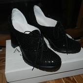 Закрытые туфли на устойчивом каблуке из черной кожи питон лак 37 р.