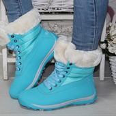 стильные и яркие дутики ботинки. голубые