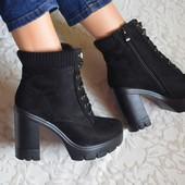 Черные ботинки на каблуке, утеплены флисом.