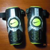 Щитки футбольные Nike Total 90 защитные накладки S 150-160 см