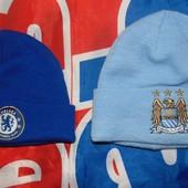 Фирменние спортивние шапочки шапки Челси и Манчестер Сити .