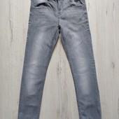 11-12 лет, джинсы Zara.