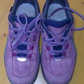 Чудові зимові кросівки Lowa 33 r