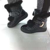 Зимние ботинки черные с лаковым носиком