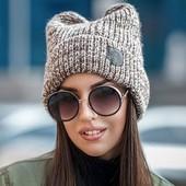 Теплая и стильная женская шапка с ушками