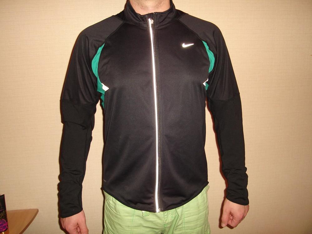 спортивная куртка Nike, размер XL  состояние новой, не носилась сделана в Индонезии фото №1
