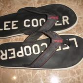 Фирменные Lee Cooper оригинал шлепанцы на 44 размер в идеале