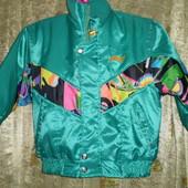 яркая лыжная куртка на 5-7 лет
