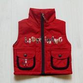 Яркая жилетка для модника. Внутри на флисовой подкладке. Bao Bei. Размер 12 месяцев