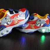 """Disney кроссовки """"Том и джери"""" с мигалками,можно менять батарейки!"""