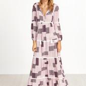 Розовое платье с этническим принтом и V-образным вырезом