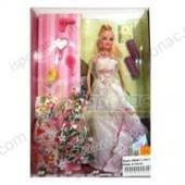 Кукла с набором платьев и аксессуарами