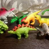 Динозавры Мягкие как пластилин. как настоящие. Деткам нравится их растягивать.