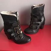 Демі ботинки із натуральної шкіри від River Island,розмір 37стелька 23,5