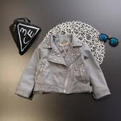 Стильная серая куртка с заклепками
