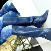 Женские Ботфорты сапоги высокие на низком ходу перфорация с шипами