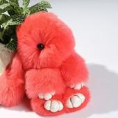 Меховой брелок Кролик розовый