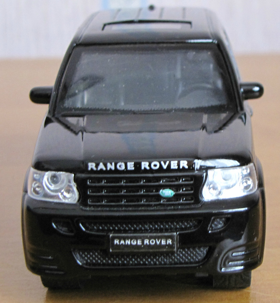 Игрушечная модель range rover sport фото №1