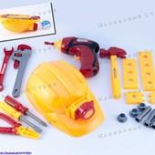 Набор инструментов, пила, дрель, молоток, отвертка, каска, детали