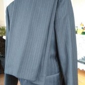 Чоловічий стильний костюм темно-сірий з синьо-темною полоскою
