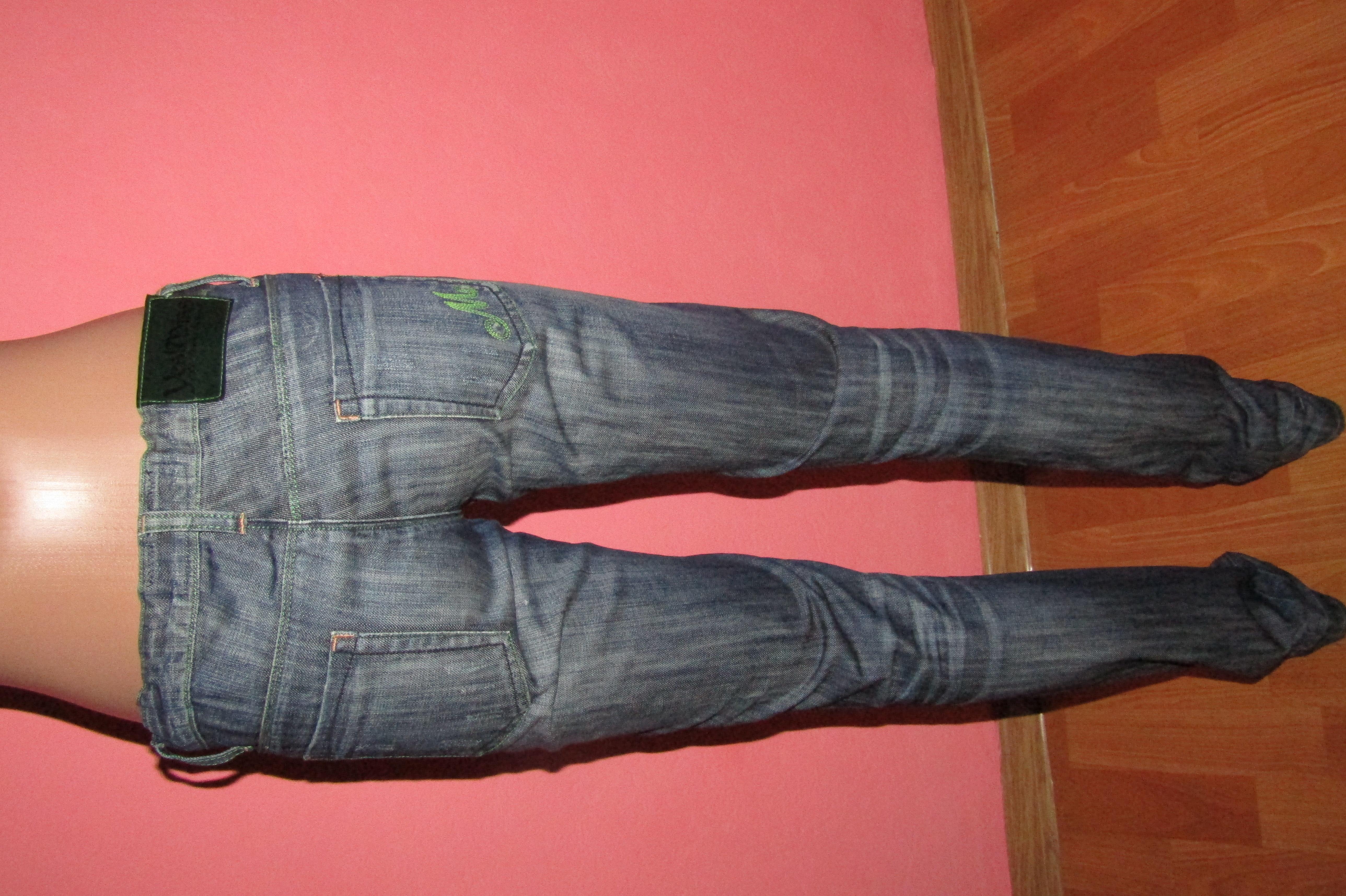 джинсы р-р S цвет темнее Miss