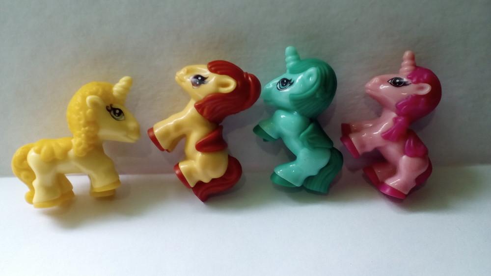 картинки киндеров сюрпризов пони