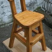 Устойчивыйй высокий  деревянный детский стул