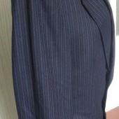 Чоловічий новий темно-синій костюм у широку полоску