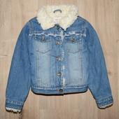 Джинсовая курточка внутри на меховушке фирма некст 5-6 лет