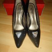 Красивые новые туфли на высоком каблуке р.39