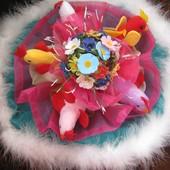 букет из цветов и мягких игрушек