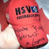 Спортивная фирменная кепка .ф.к .Гамбург .с автографами играков .м-л
