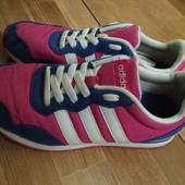 Кроссовки Adidas р-р.34-35, стелька 22 см