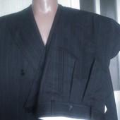 Новий сірий костюм у полоску
